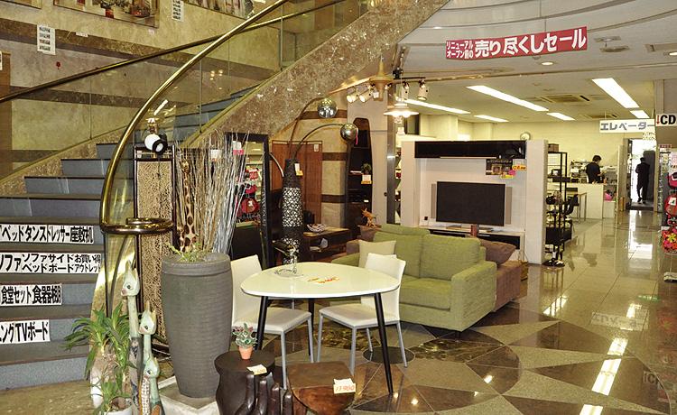 2000年の大阪マルキン家具、店内