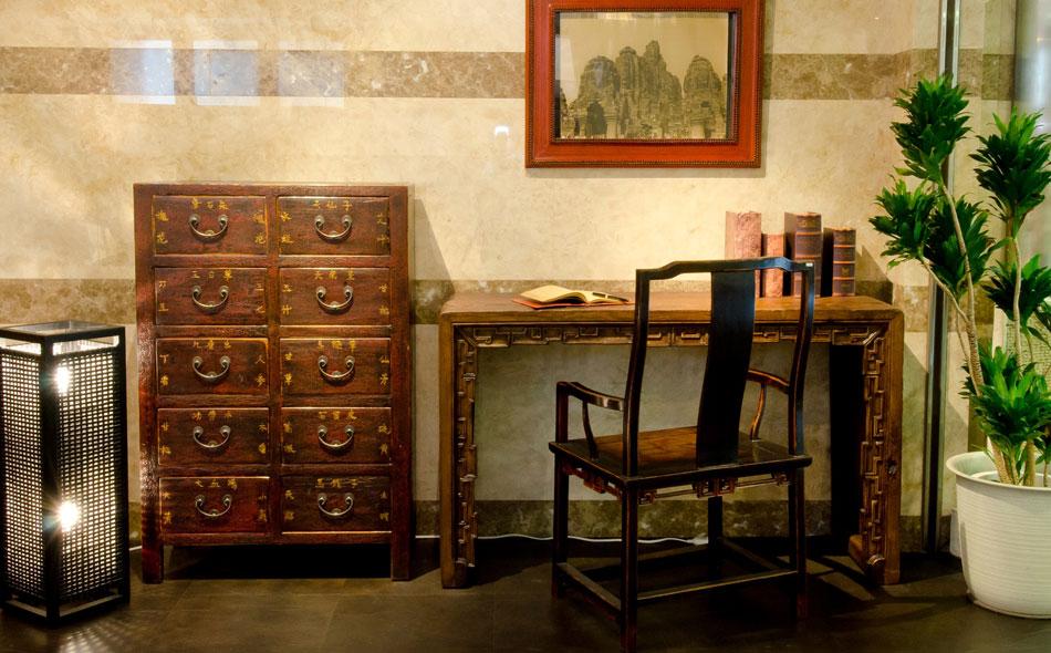 アンティークの家具、古材の家具 他には無い独創的家具
