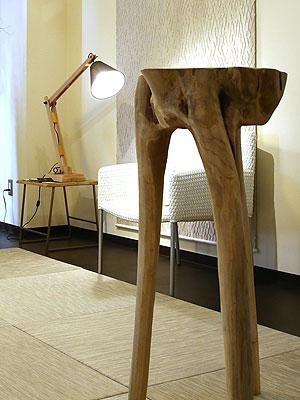 アンティークの家具、古材の家具 木の強さと温もり