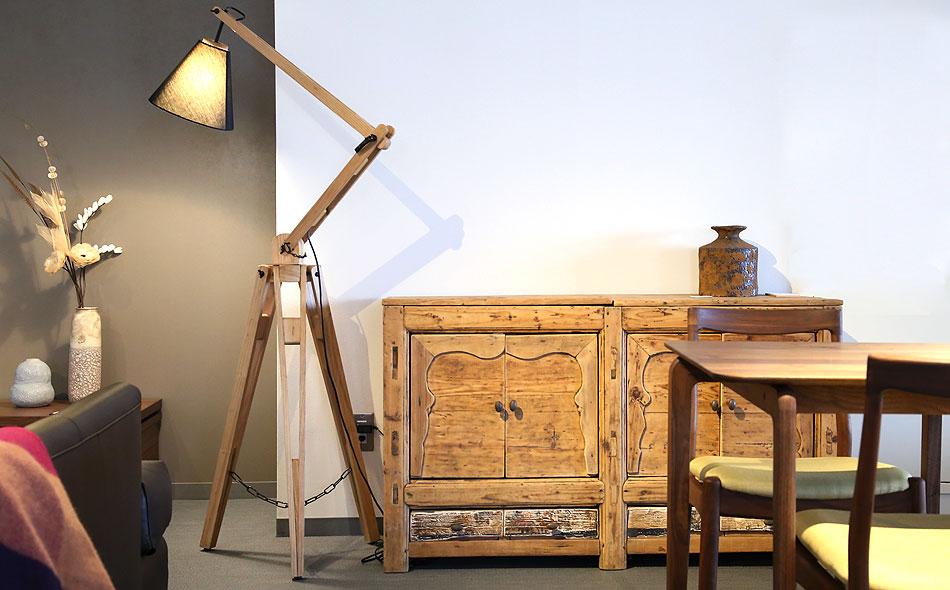 アンティークの家具、古材の家具 チベットキャビネット