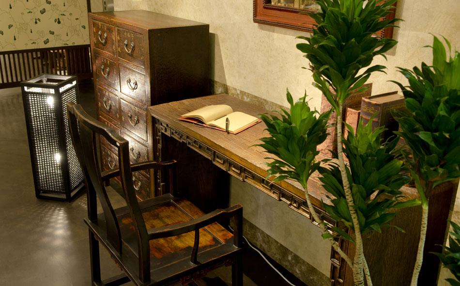 アンティークの家具、古材の家具 店舗イメージ