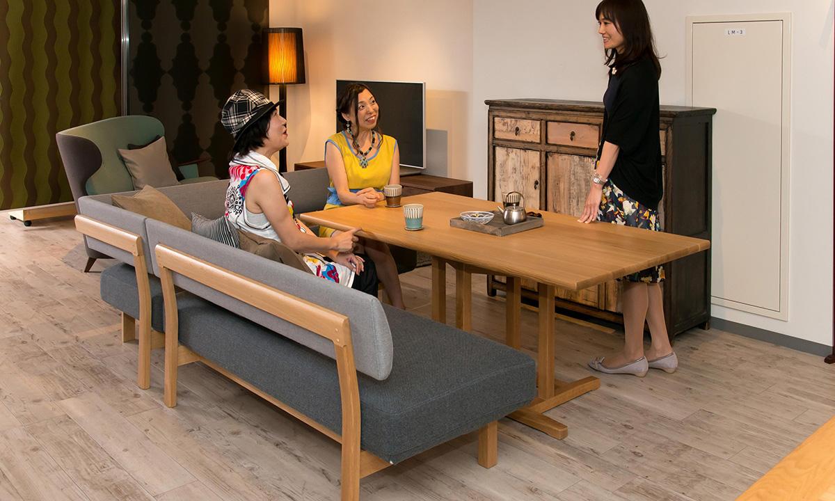 テーブルとチェアの組み合わせ、低めのダイニングテーブルスタイル リビングダイニング LD 兼用 家具