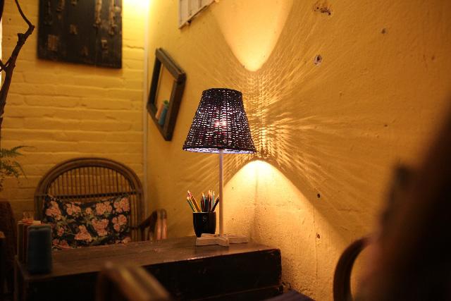 壁に反射した光を楽しむ