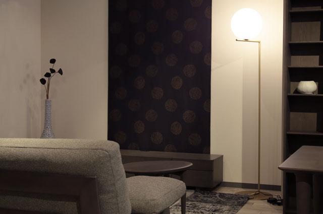 おしゃれな照明 ヤマギワ照明 フロアスタンド FLOS(フロス)の大阪ショールーム展示画像
