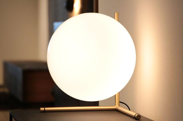 おしゃれな照明 ヤマギワ照明 テーブルスタンド FLOS(フロス)の大阪ショールーム展示画像