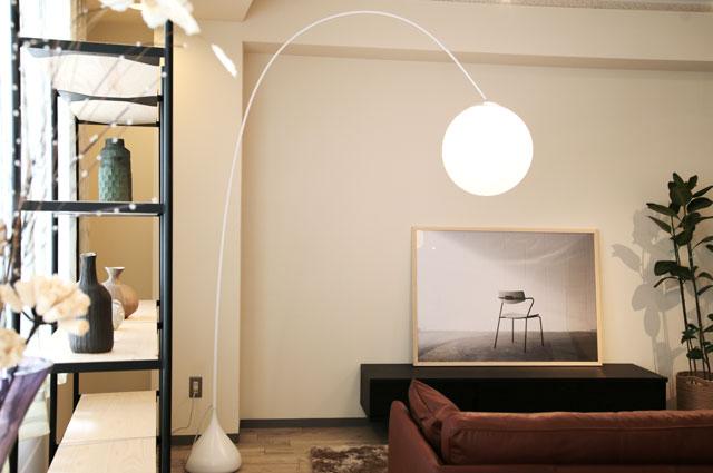 おしゃれな照明 ヤマギワ照明 フロアランプ MAYUHANA(マユハナ)の大阪ショールーム展示画像