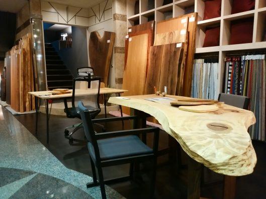 大阪 マルキン家具 1枚板展示の様子