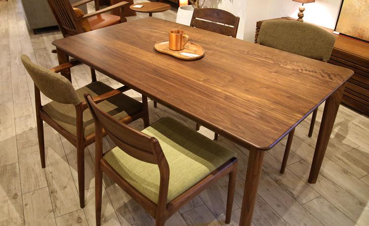 ダイニングテーブル選びのポイント、テーブルとチェアの脚を素材やカラーなどで揃えると統一感が出てきます