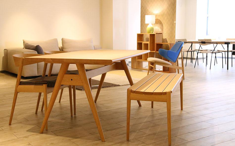 ダイニングテーブル選びのポイント、他の家具との色目を合わせると統一感が出てきます