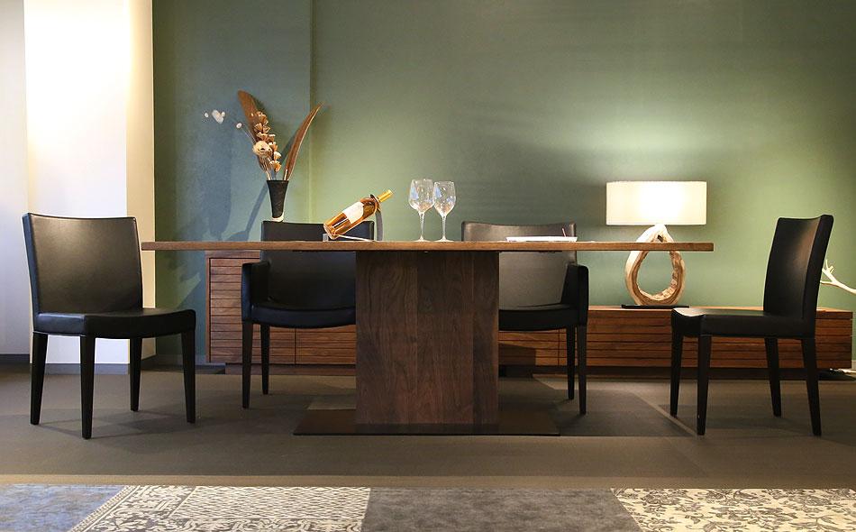 ダイニングテーブル選びは、お客様のスタイルや間取りにあわせてご検討ください