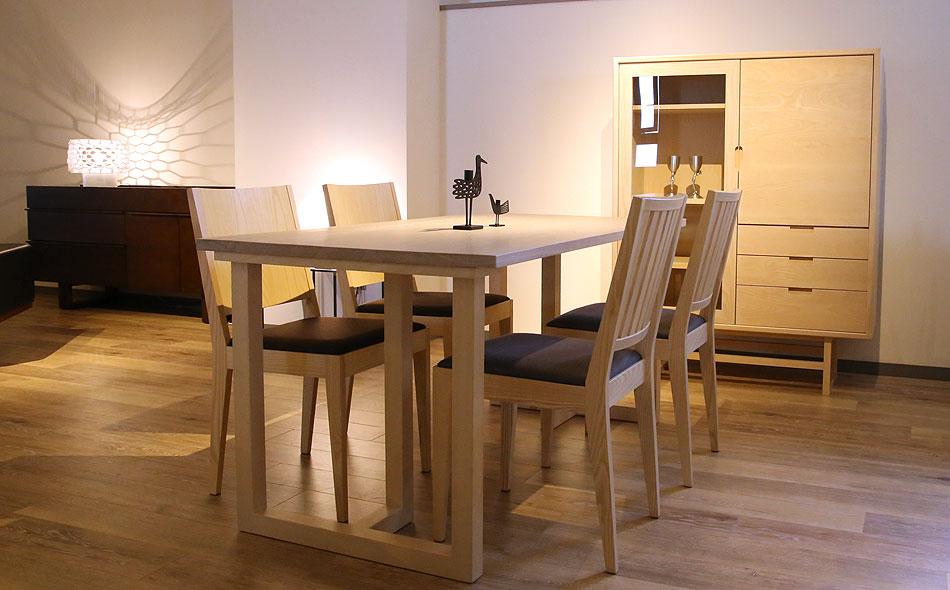 ダイニングテーブル選びのポイント、4~5人の場合、120~180cmのダイニングテーブル