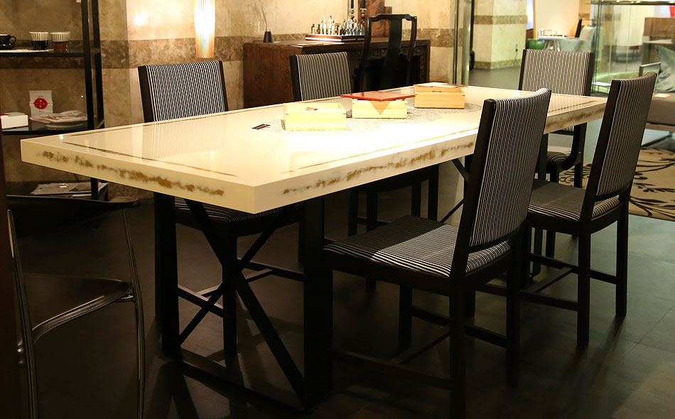 ダイニングテーブル選びのポイント、6人以上の場合、180cm以上のダイニングテーブル