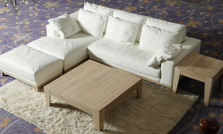 ローテーブル選びのポイント、脚を周りの家具と合わせる