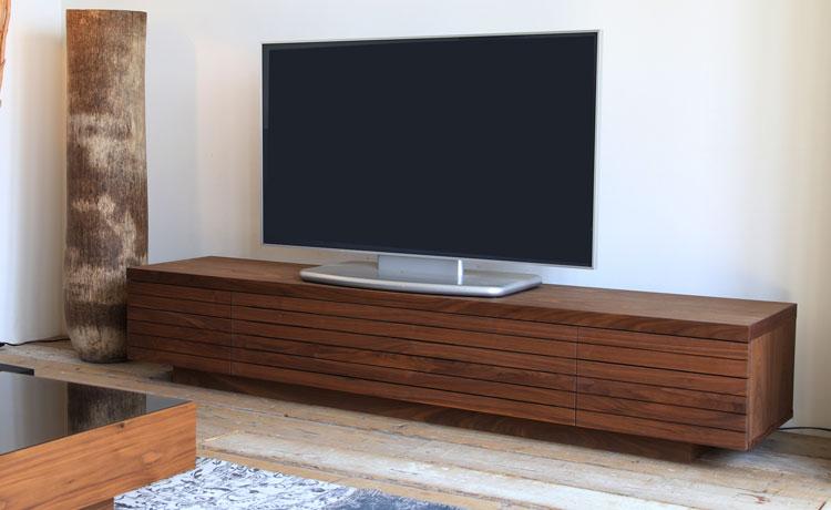 テレビ台選びのポイント、脚がないテレビ台