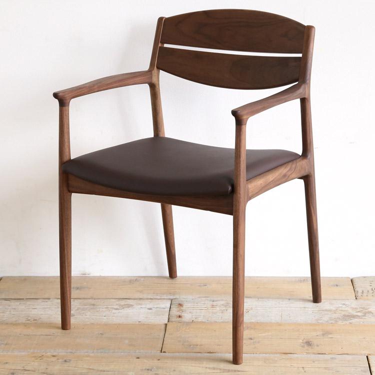 ウォールナット材の椅子(チェア)とブラウンの張地