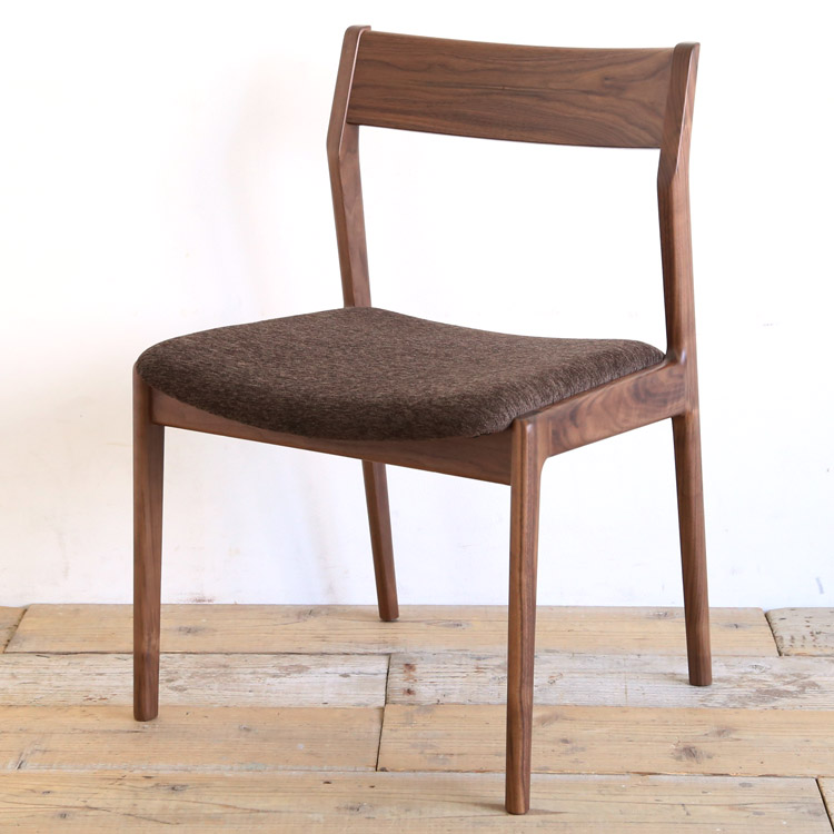 ウォールナット材の椅子(チェア)とダークブラウンの張地