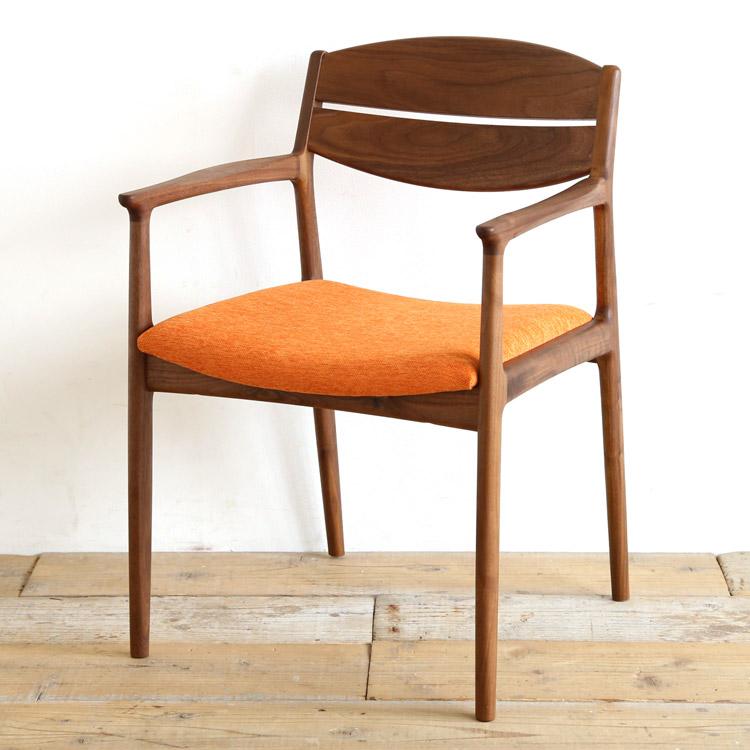 ウォールナット材の椅子(チェア)とオレンジの張地