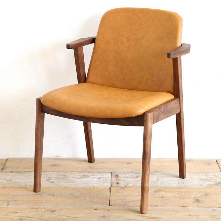 ウォールナット材の椅子(チェア)とキャメルの張地