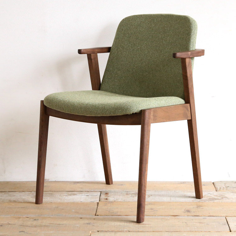 ウォールナット材の椅子(チェア)とグリーンの張地
