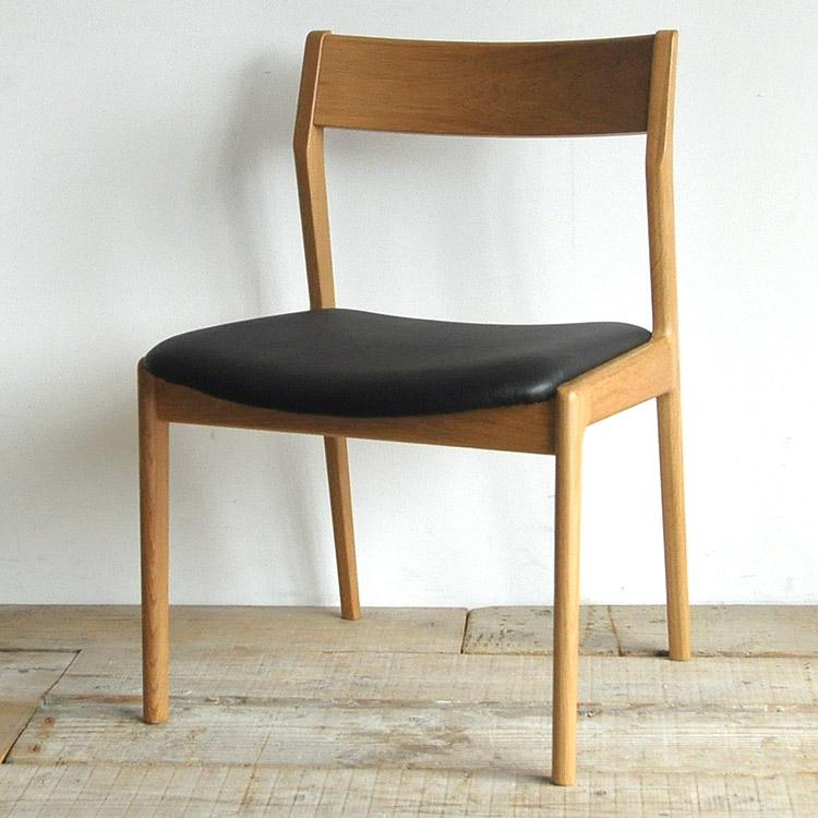 オーク材の椅子(チェア)とブラックの張地