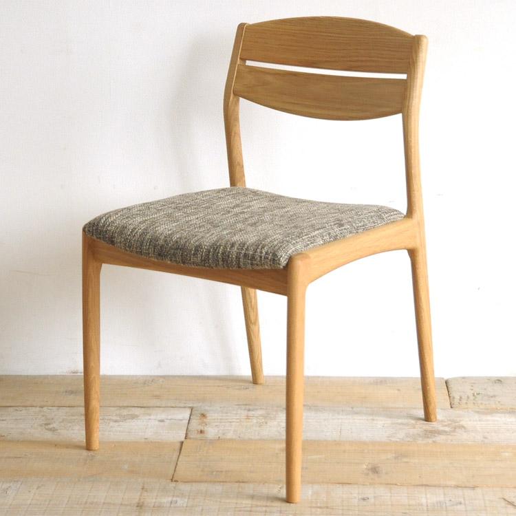 オーク材の椅子(チェア)とベージュの張地