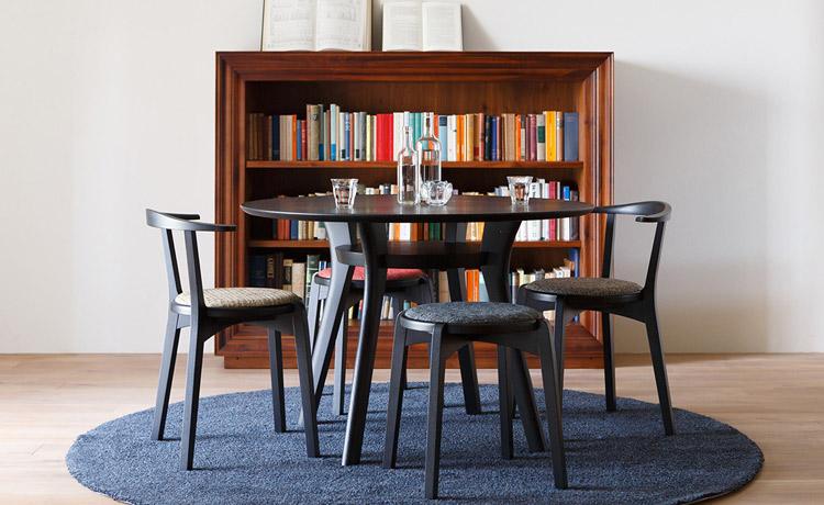 ブラックオーク材のアジレ丸テーブル