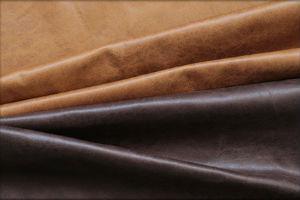 レザーテックスのソファー、本革の風合いと強度を兼ね備えた新素材