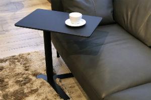 指紋の付かない昇降式サイドテーブルは、ナノテクノロジー技術を使用した高性能素材