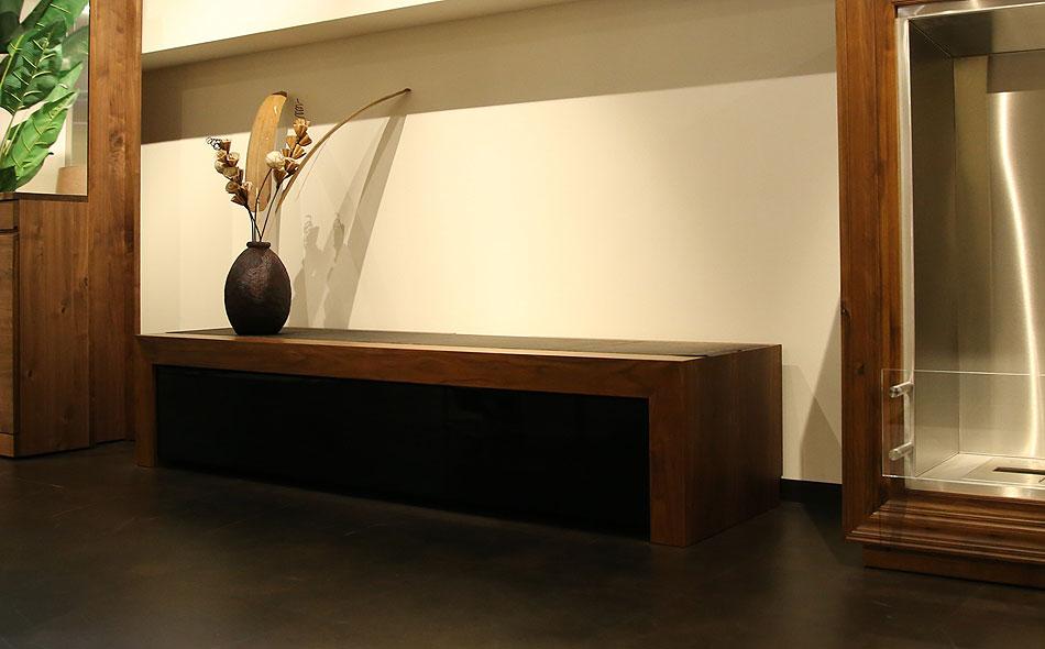シンプルなデザイン、ヒラシマのテレビ台ショコラ