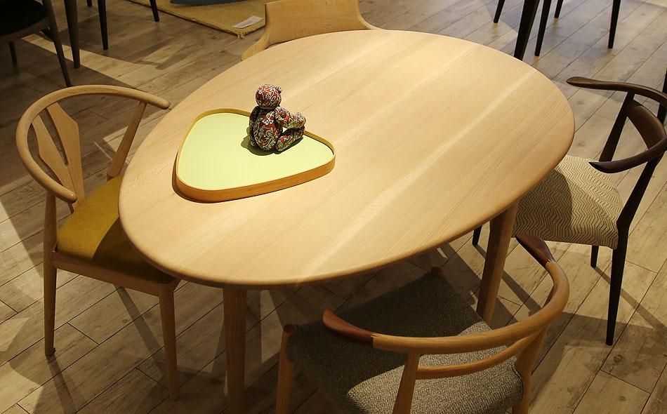 COTY コティ 日進木工のダイニングテーブル展示