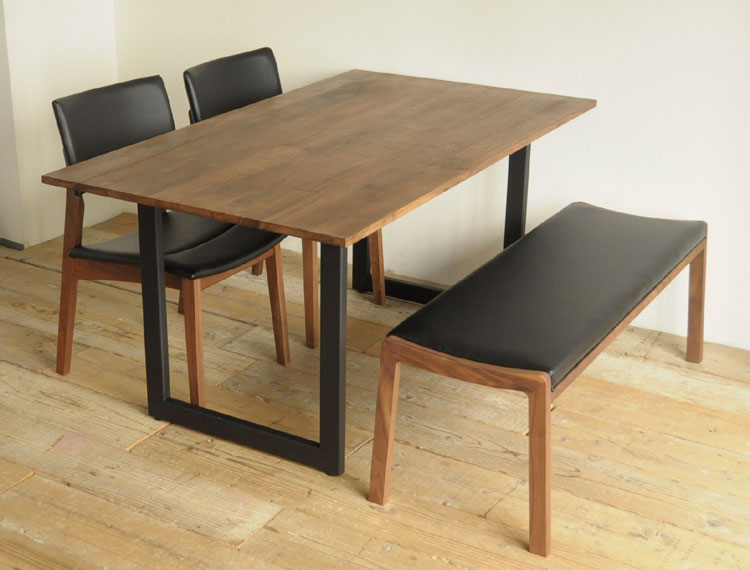 スタイリッシュなダイニングテーブルのイメージ
