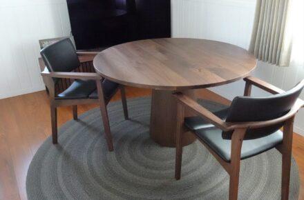 家具納品 マリーテーブルとアウトドア対応ラグマット